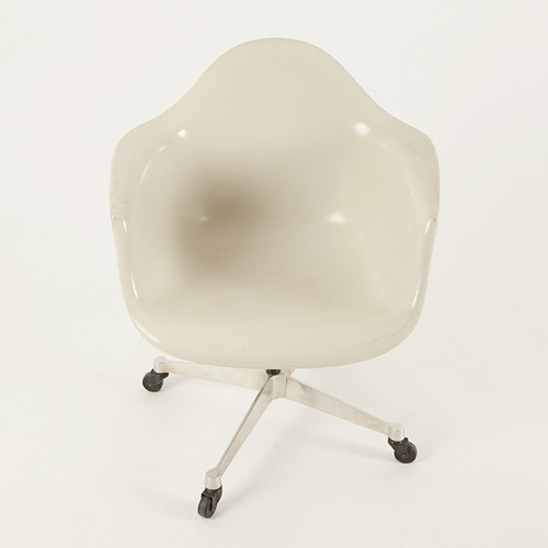 [허먼밀러] 임스체어 Eames Fiber glass Arm Shell Chair